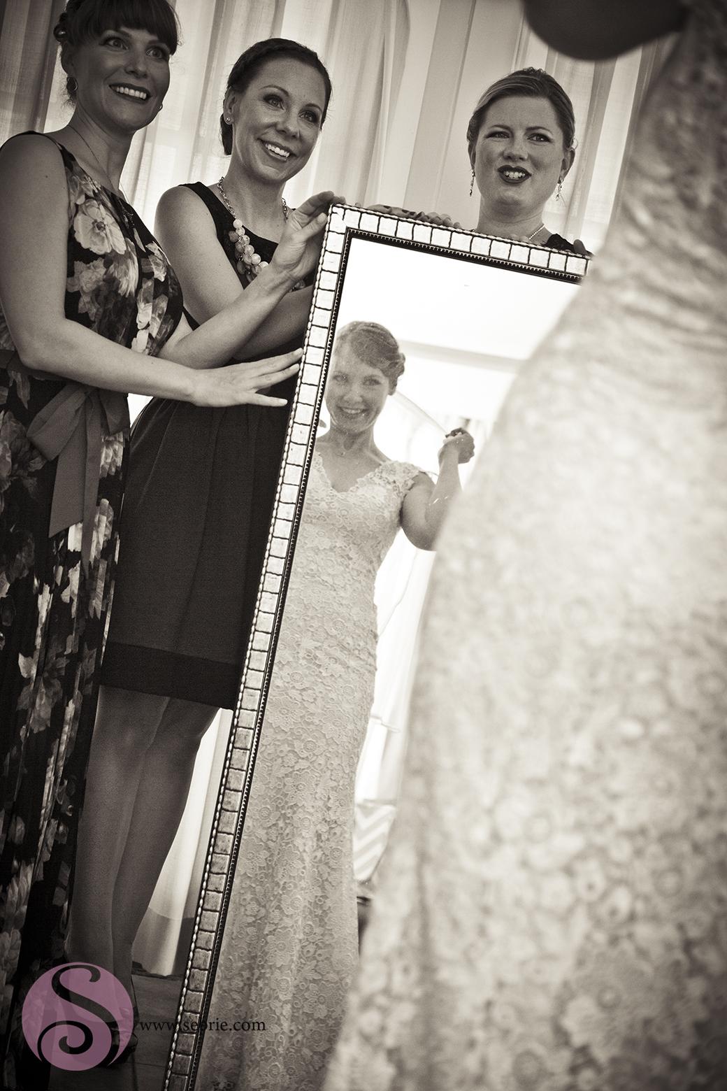 bridesmaids-mirror